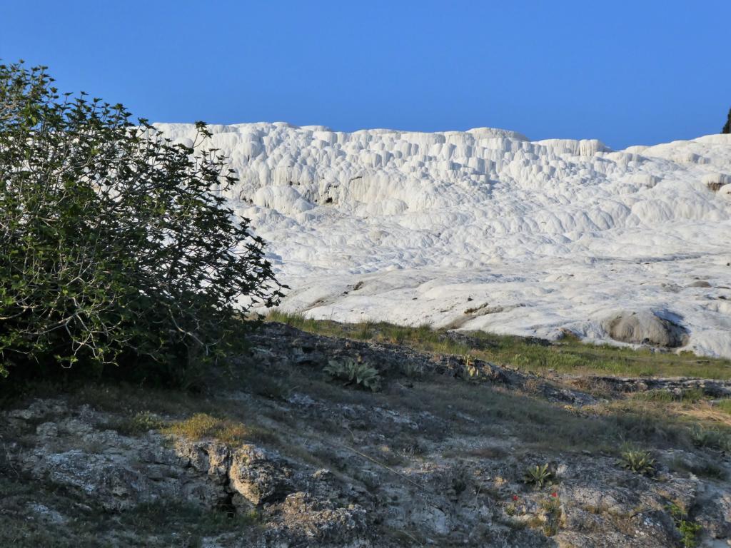 Kalksteinterrassen und Wildcampingplätze