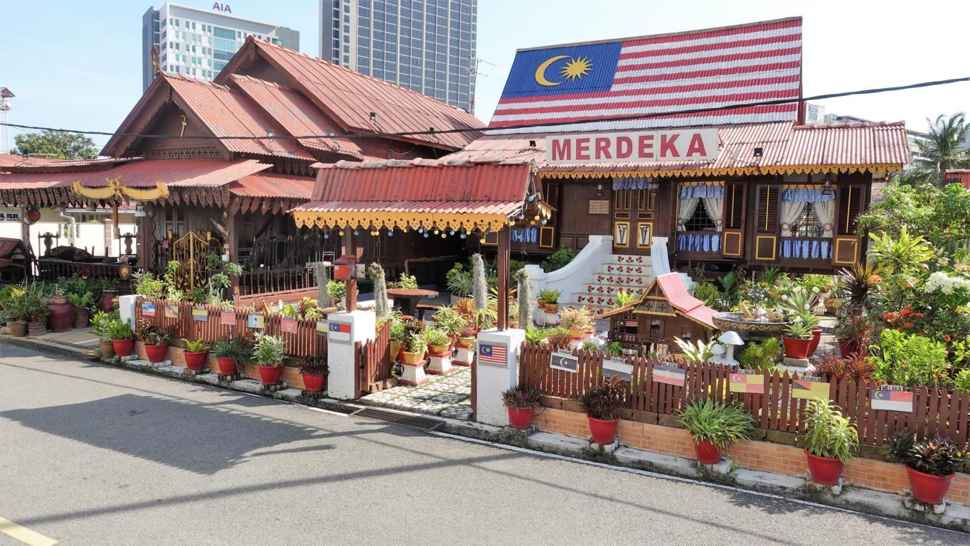 Merdeka bedeutet Unabhängigkeit