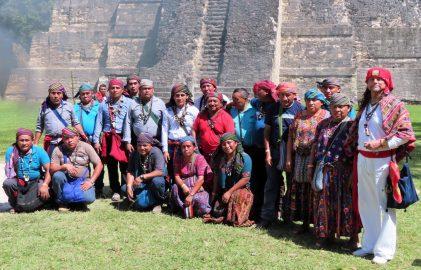 Maya Zeremonie in Tikal
